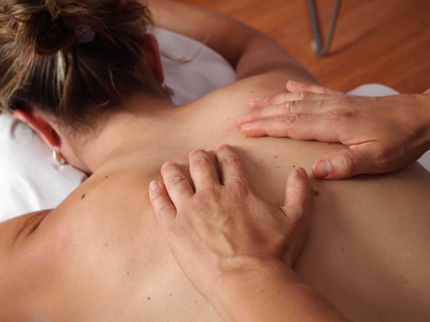 Woman having the Deluxe aromatherapy day at the spa