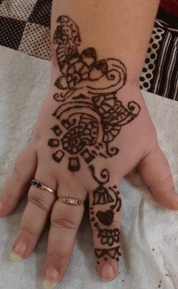Back of hand and wrist henna 03